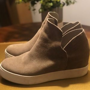 Steve Madden Wrangle Sneaker Taupe Suede